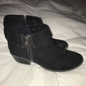 XAPPEAL black zipper booties PERFECT for fall 🍁